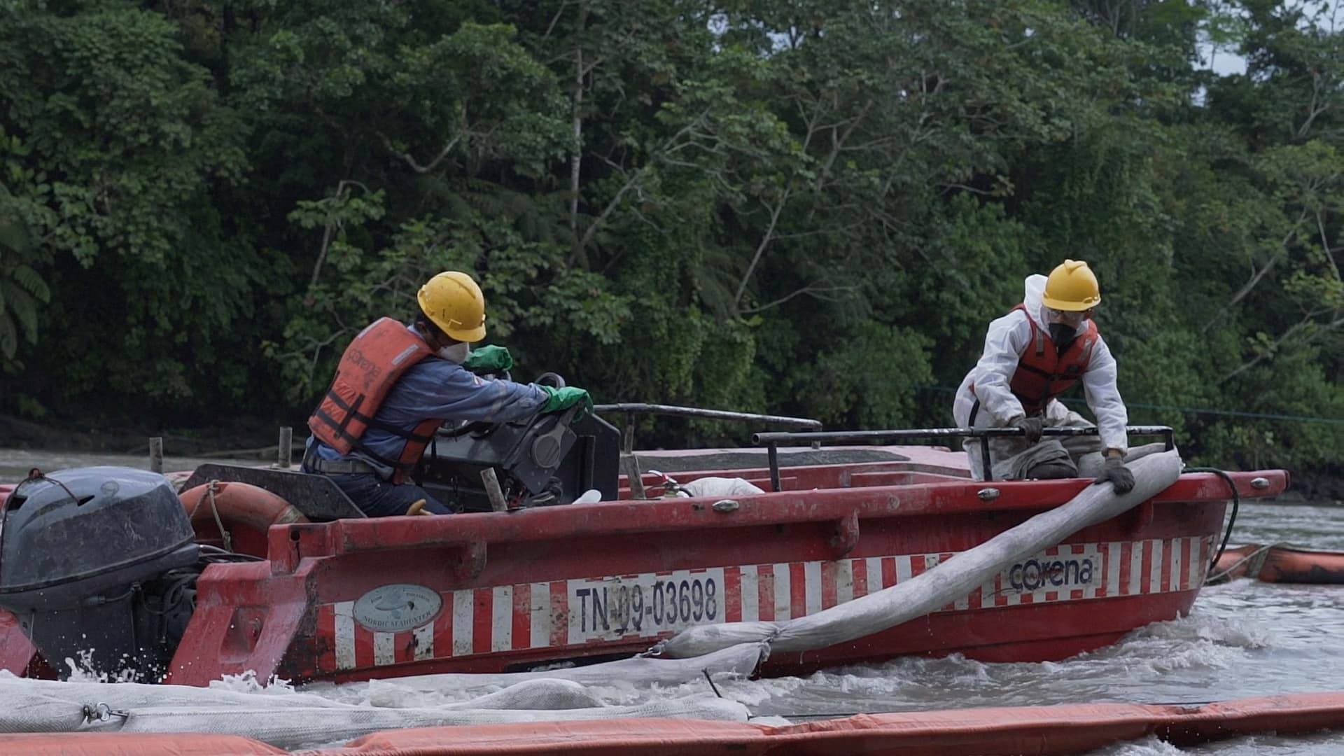Oil Spill Response in the Coca and River.